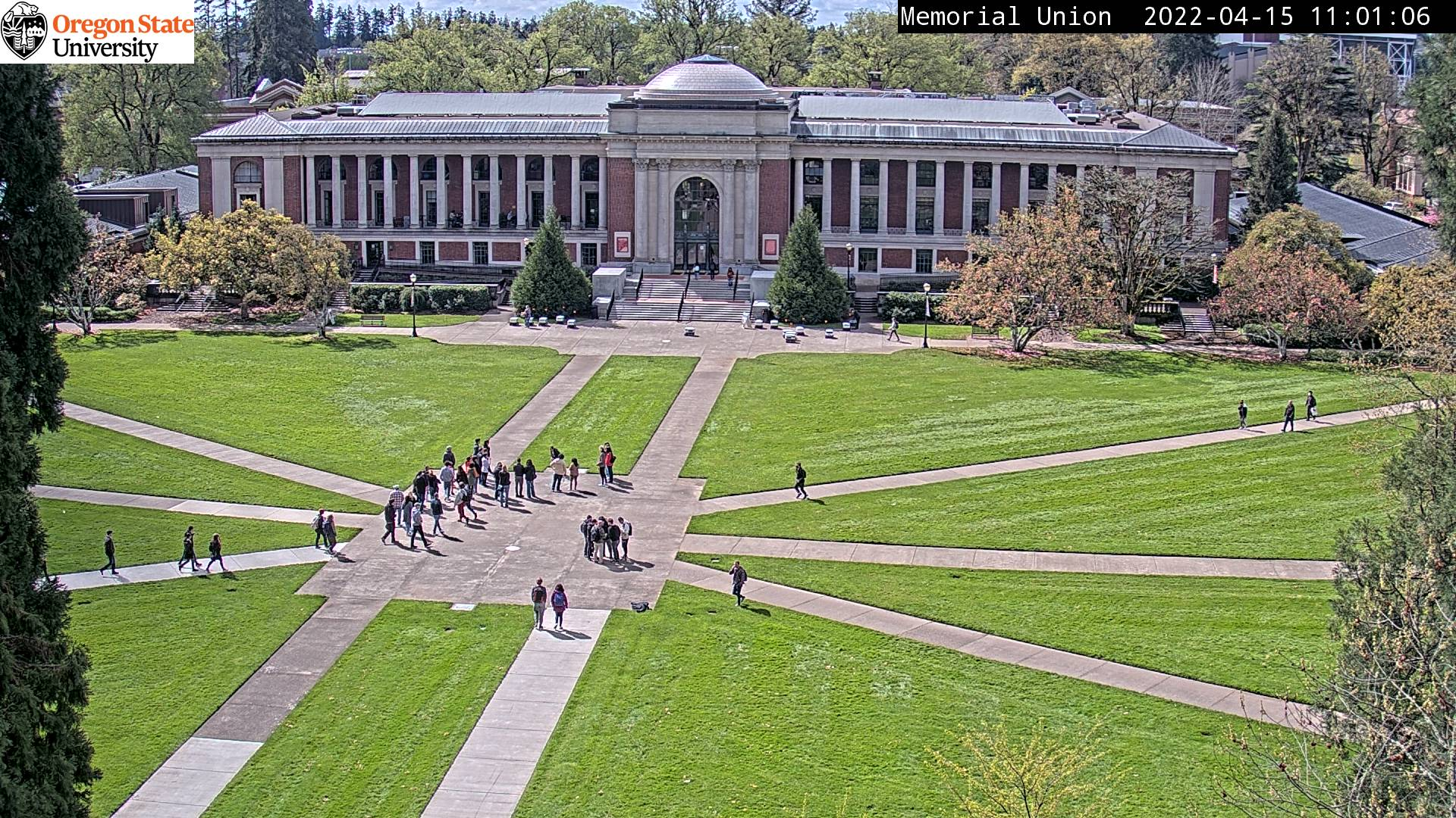 Picture of Oregon State University's Memorial Union Quad updated every minute